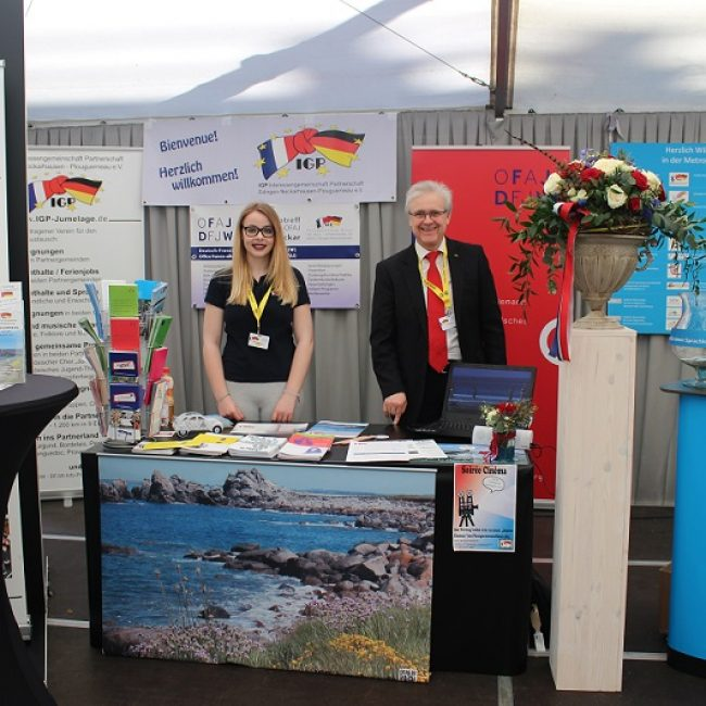 DFJW-Infopunkt Rhein-Neckar und IGP auf dem Französischen Markt Mannheim